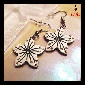 BLACK & WHITE RHINESTONE FLOWER DANGLE EARRINGS